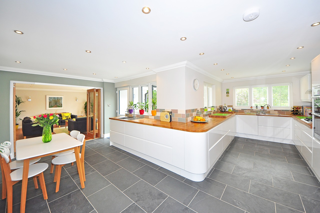 Zariaďujete si kuchyňu? Myslite na dostatok úložného priestoru!