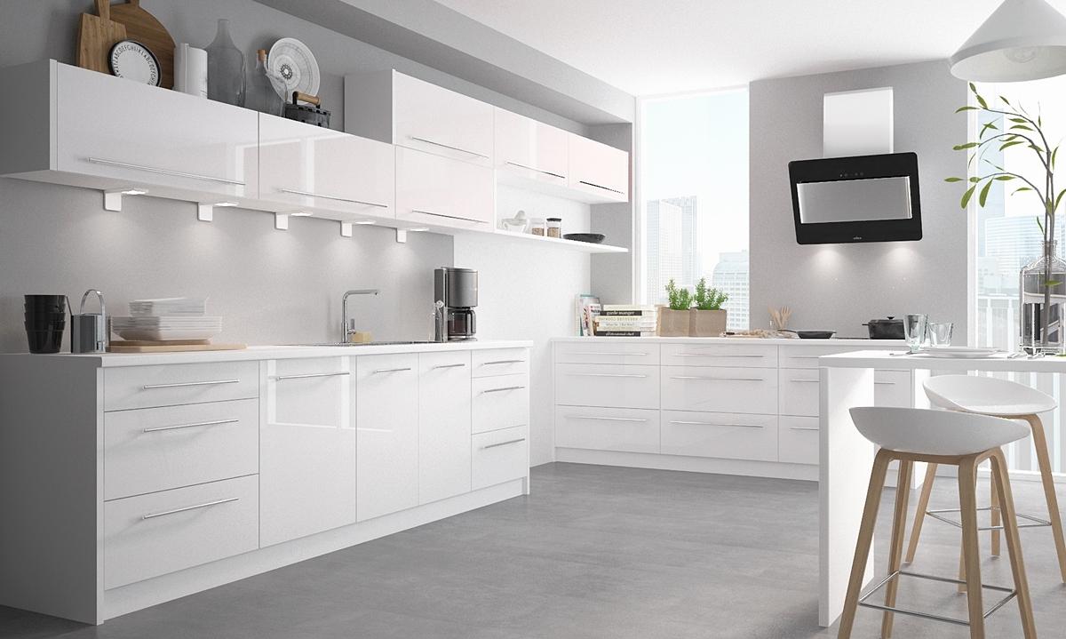 Biela lesklá kuchynská linka – nadčasové riešenie pre každú domácnosť