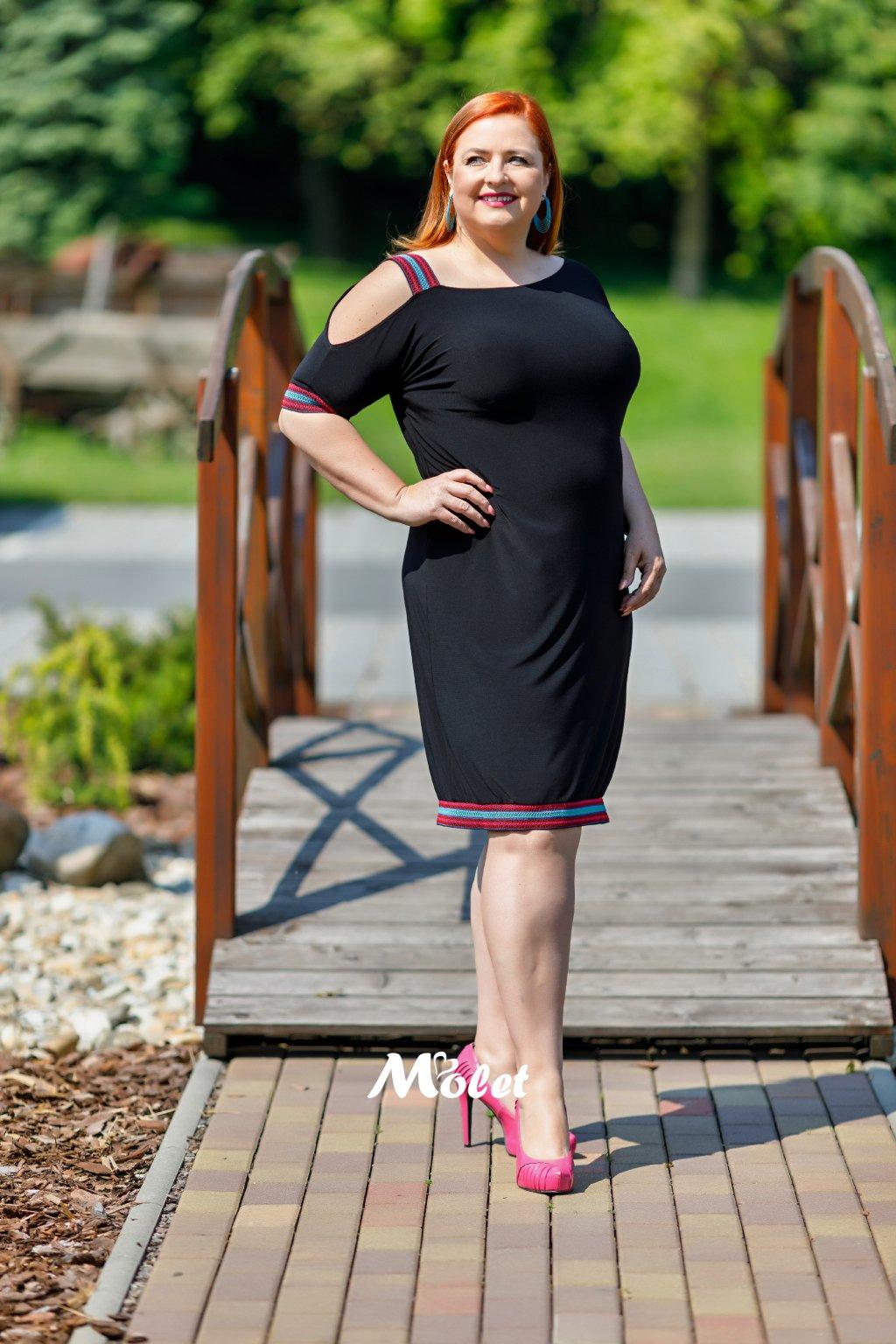 Rybana šaty s barevnými pruhy růžové