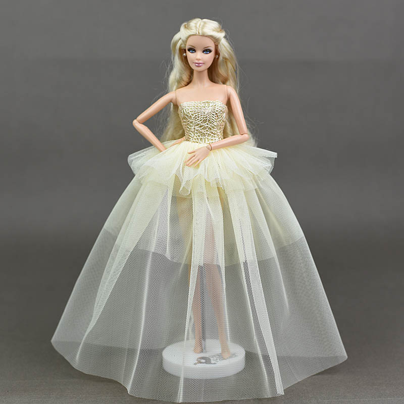 Dlouhé noblesní svatební/večerní šaty Motiv: smetanové krajkové