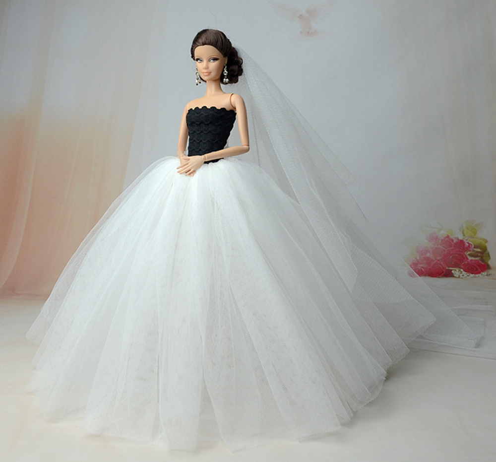 Dlouhé noblesní svatební/večerní šaty Motiv: bílé šaty s černým korezetem