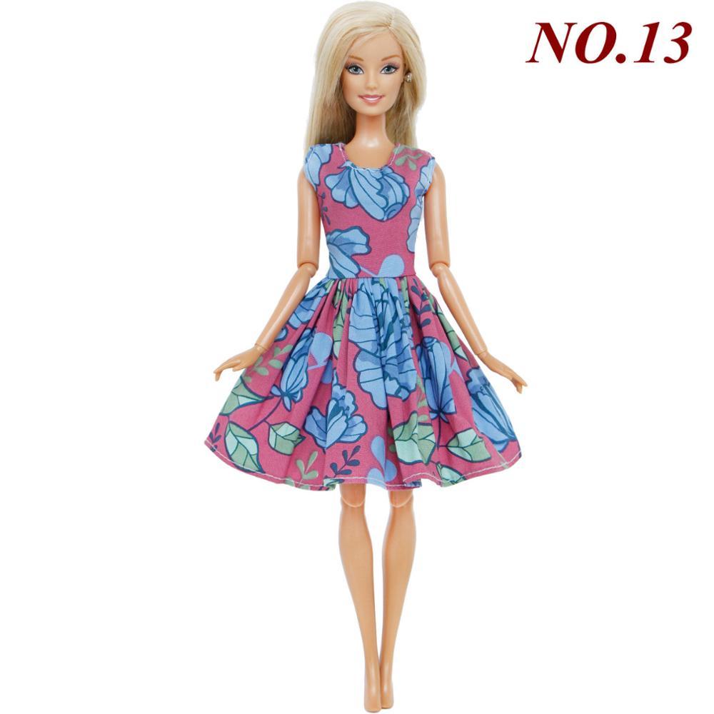 9ea4b4dc6f1c Ručně šité šaty pro Barbie Motiv  růžovo-modré