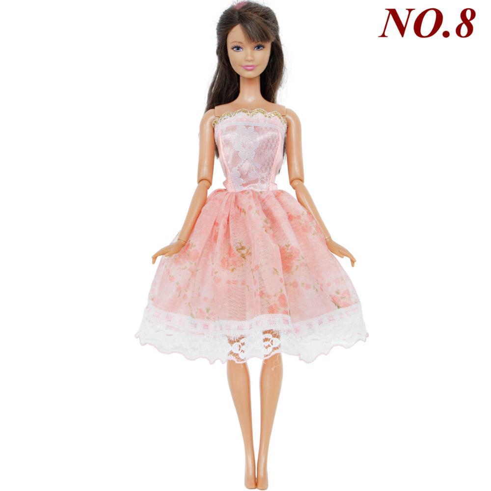 e10125497cff Ručně šité šaty pro Barbie Motiv  sv. růžové s krajkovou sukní