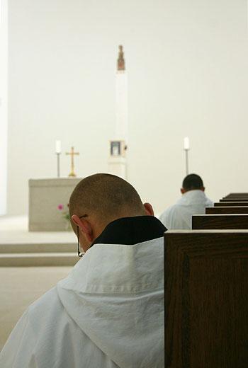 Povzbuzení a modlitba mnichů z Nového Dvora