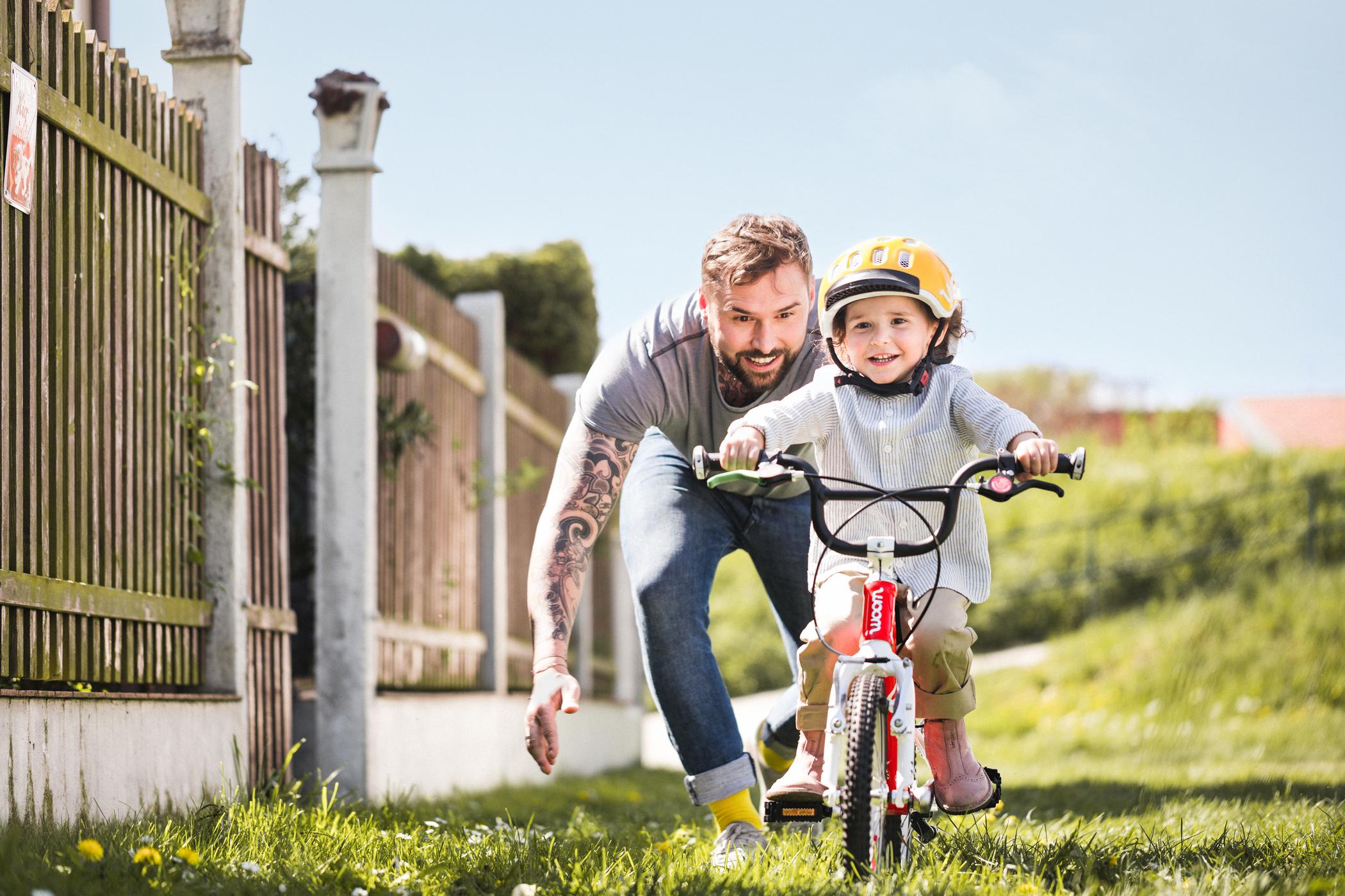Jak dítě naučit jezdit na kole: motivujte a dbejte na správnou výbavu