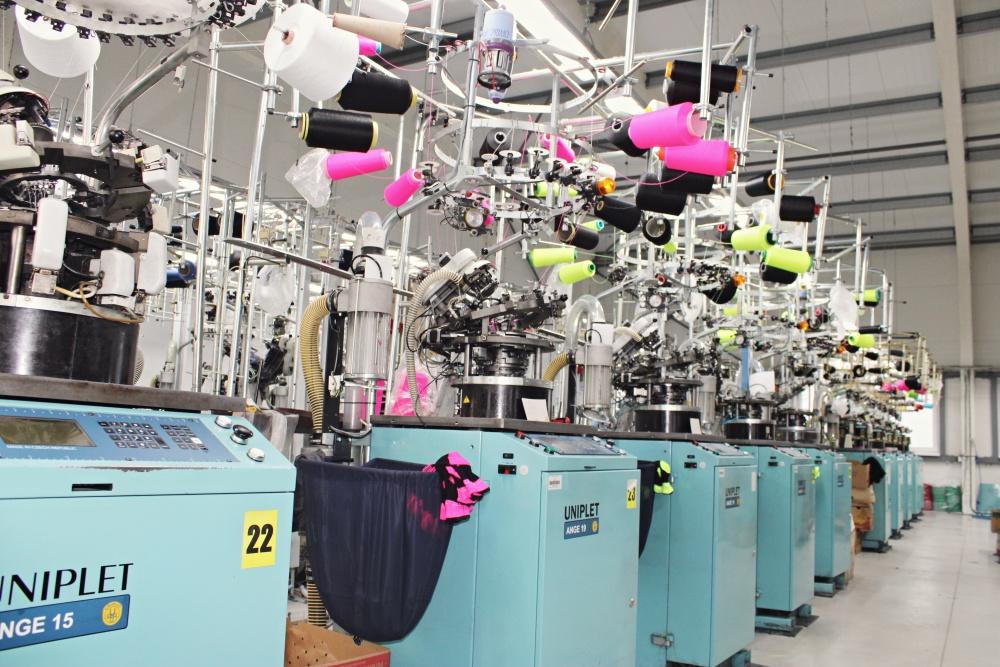 Výroba veselých bavlněných ponožek