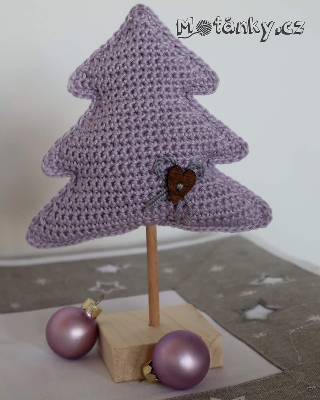 Háčkovaný vánoční stromeček
