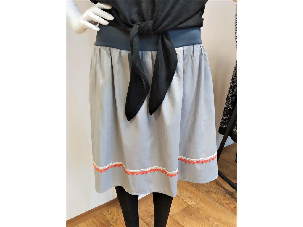 Světlá sukně s barevným lemem