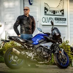V čem jezdit v létě na motorce?
