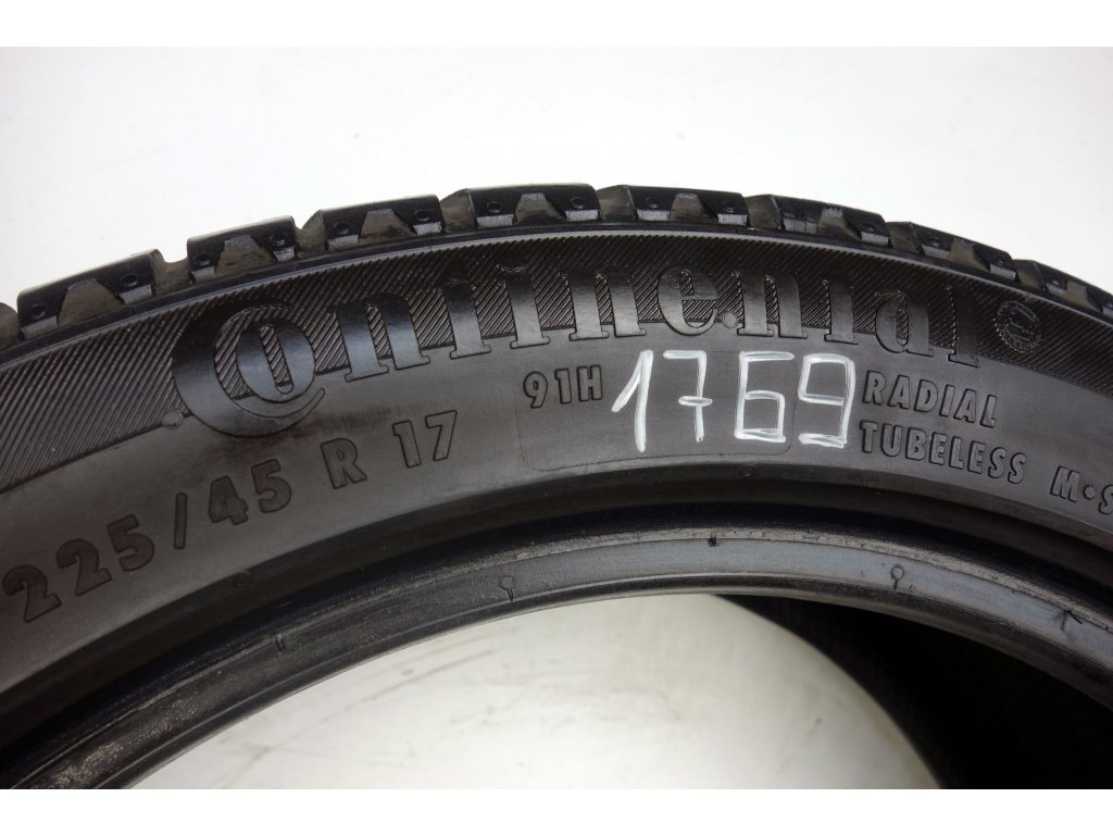 Zimní Continental 225/45R17 - 4ks - vzorek cca 6,8 mm