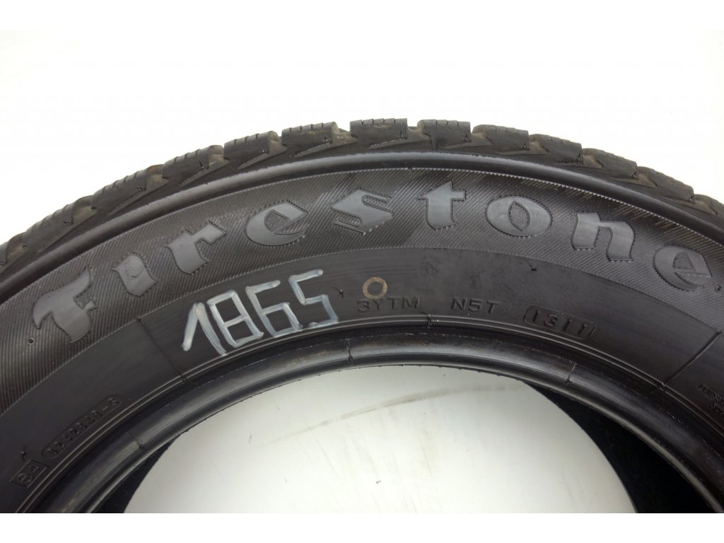 Zimní Firestone 205/60R15 - 2ks - vzorek cca 8 mm
