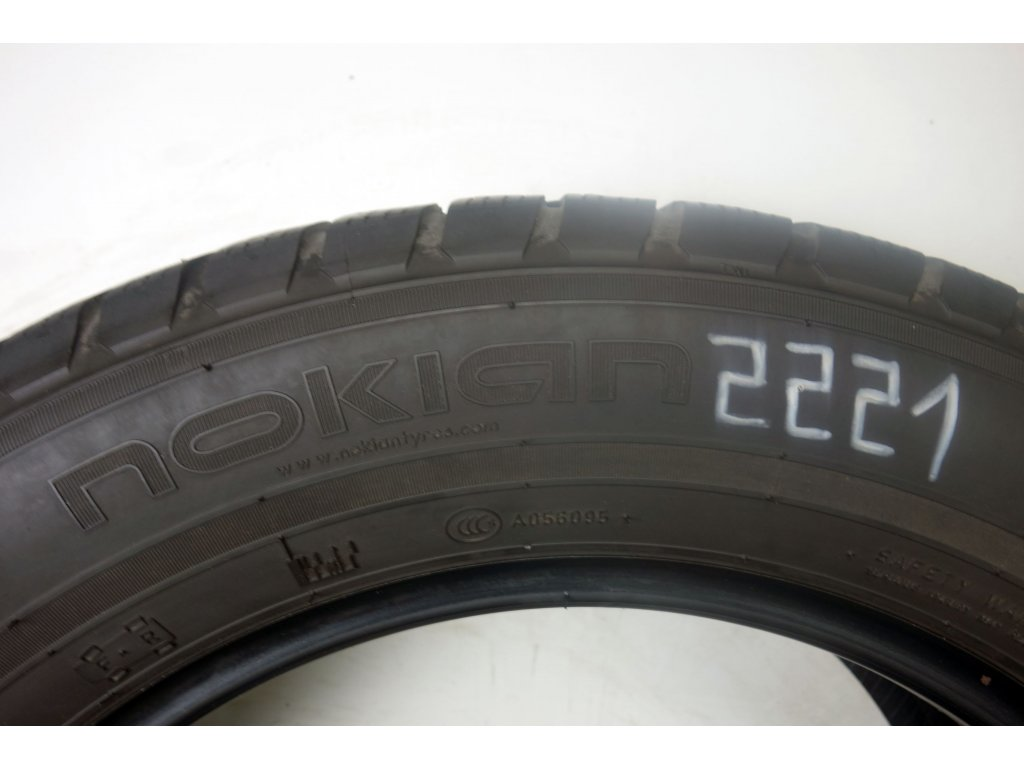 Zimní Nokian 215/60R16 - 2ks - vzorek cca 5,3 mm