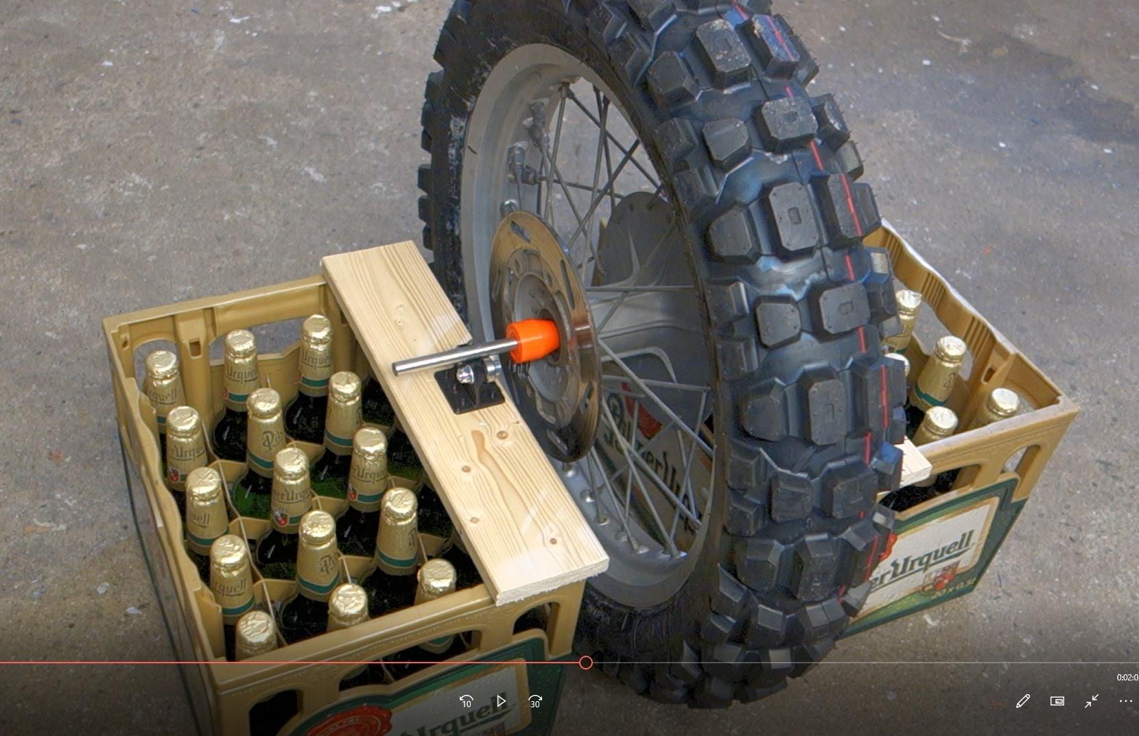 Jak vyvážit motocyklové kolo s haltrem?