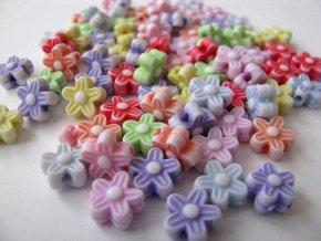 Plastové korálky kytičky 8mm, 8g
