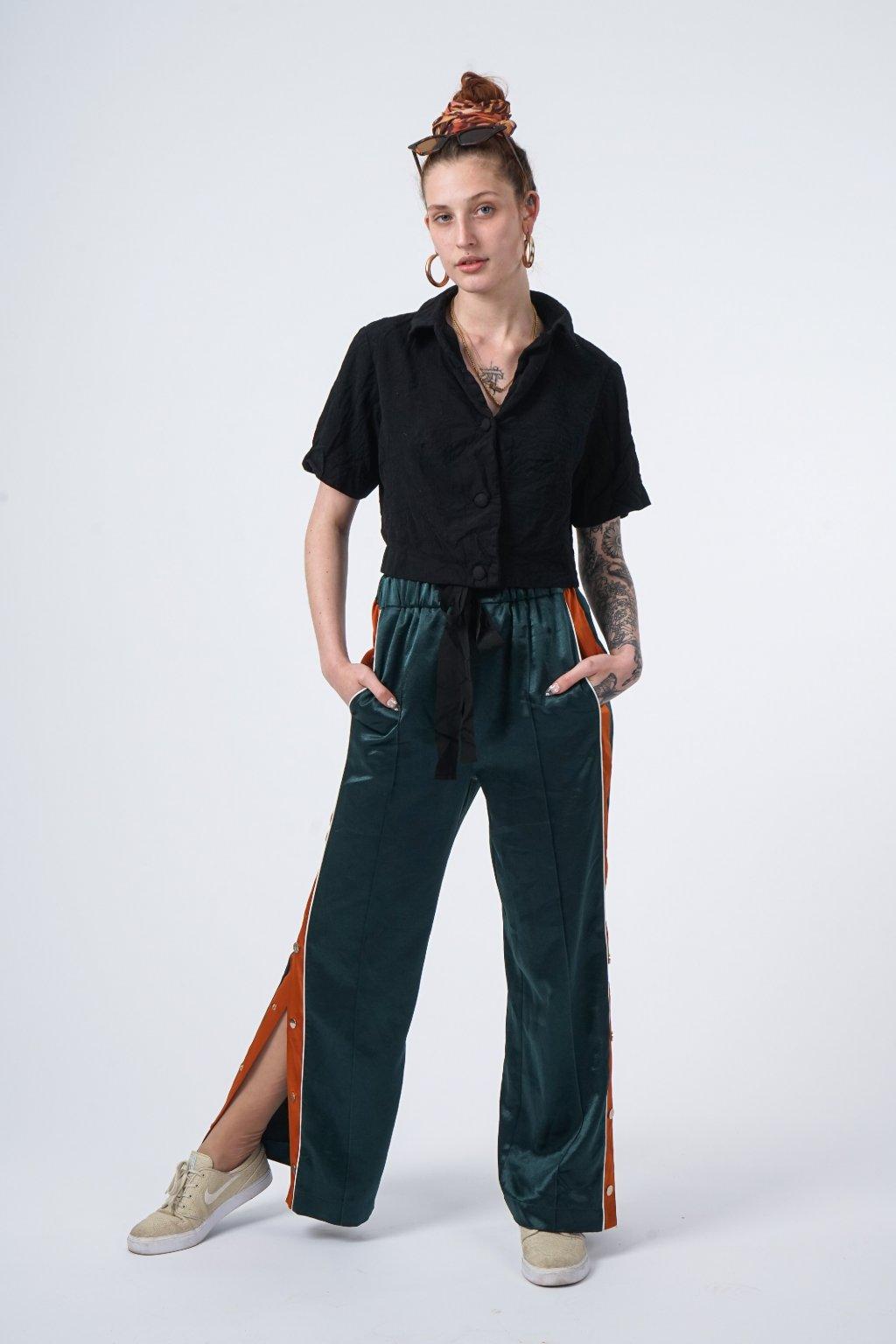 Lesklé kalhoty