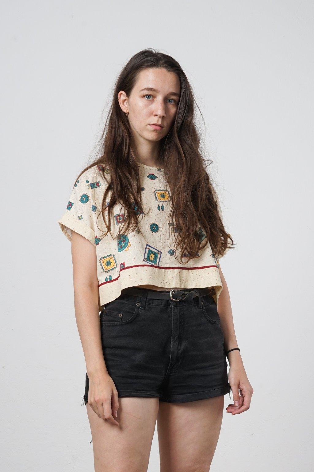 UPCYCLED Oversized triko šité z peřin