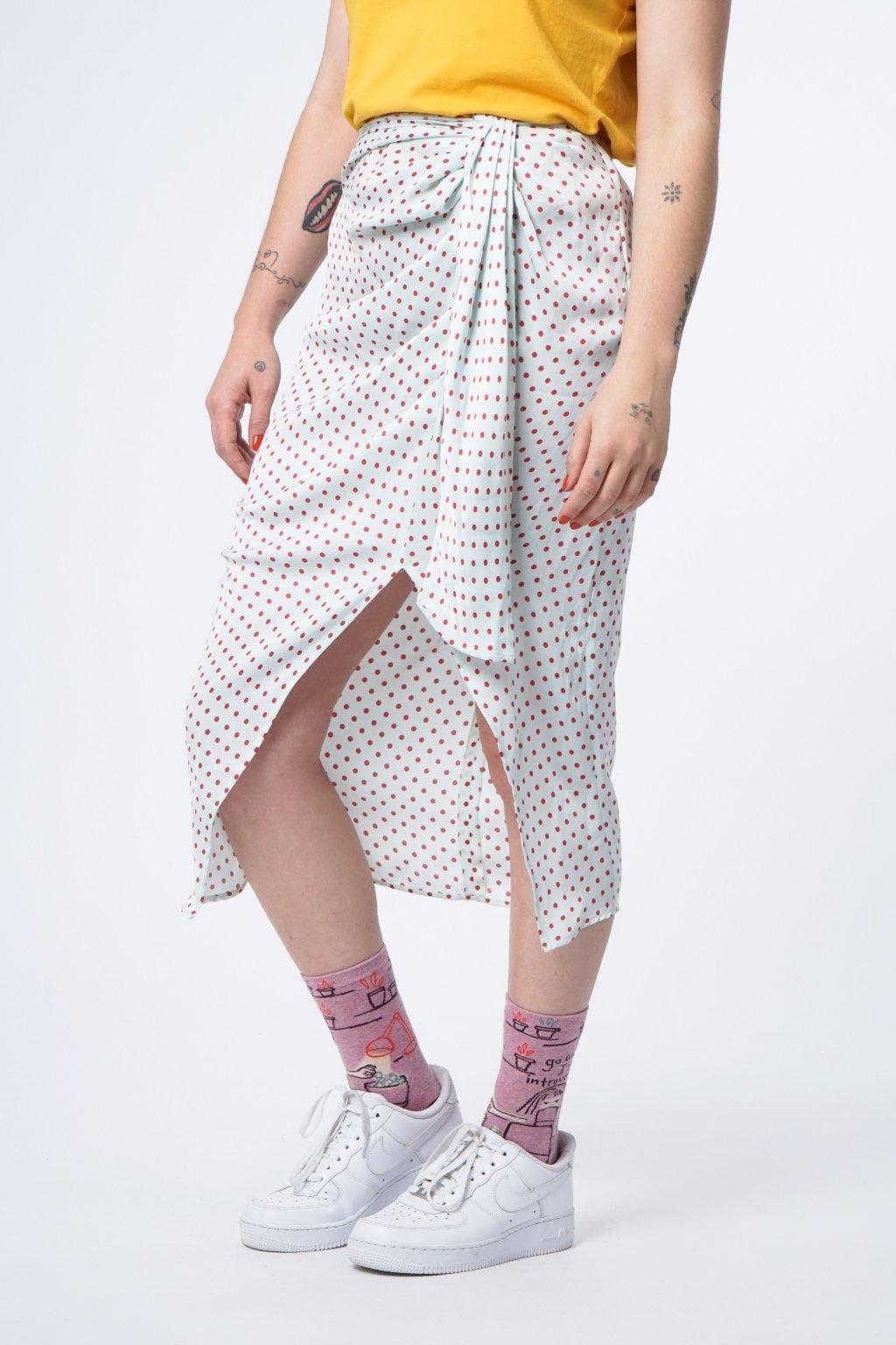 Puntíkovaná sukně