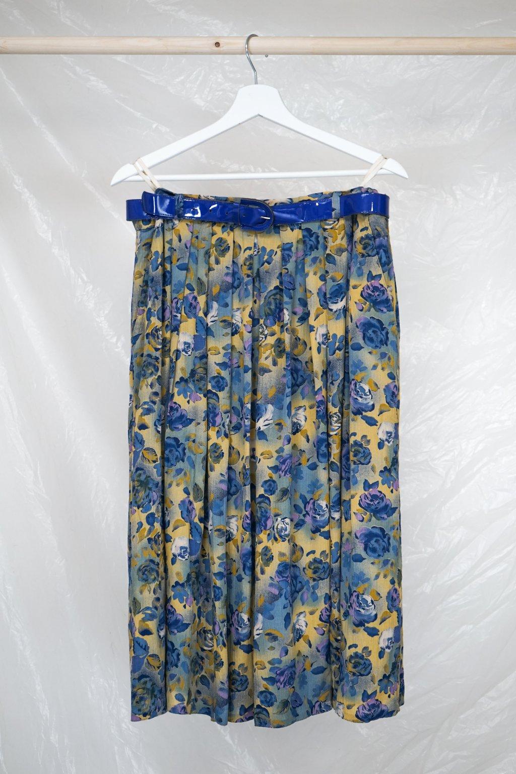 Květovaná sukně s páskem