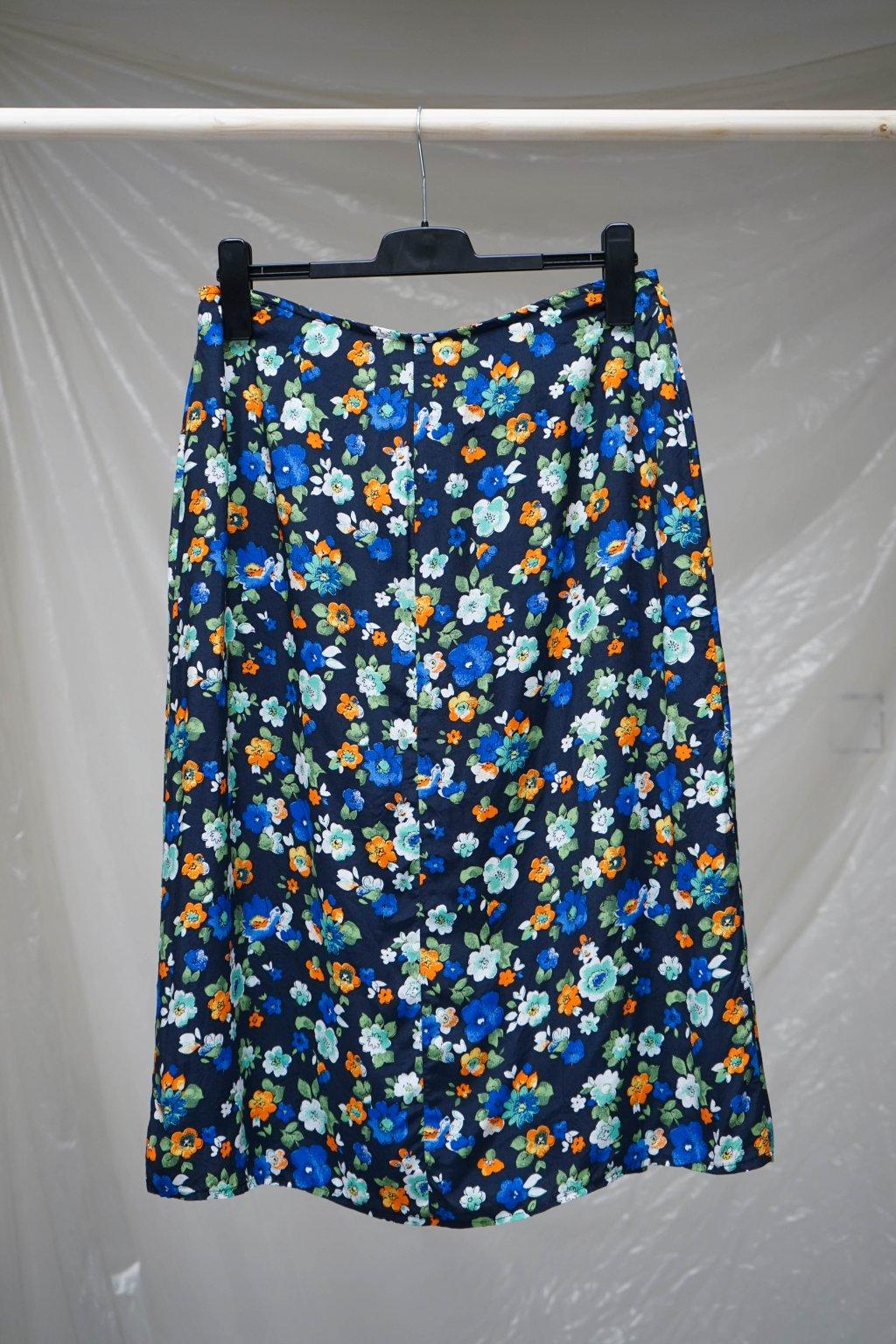 Květovaná sukně