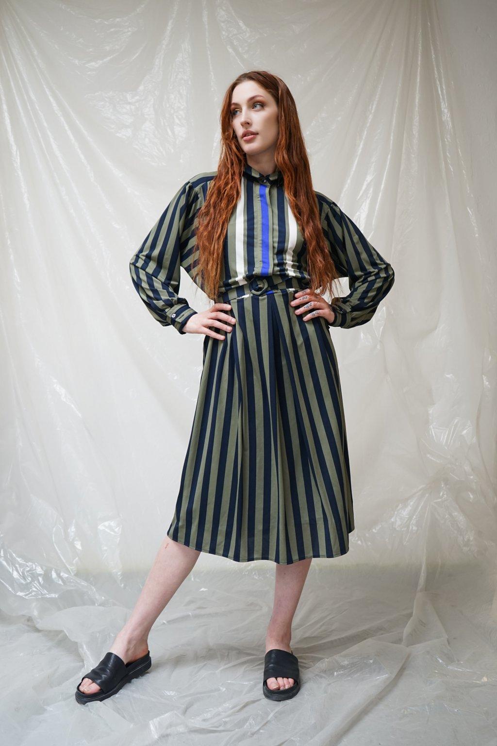 Jarní šaty s páskem