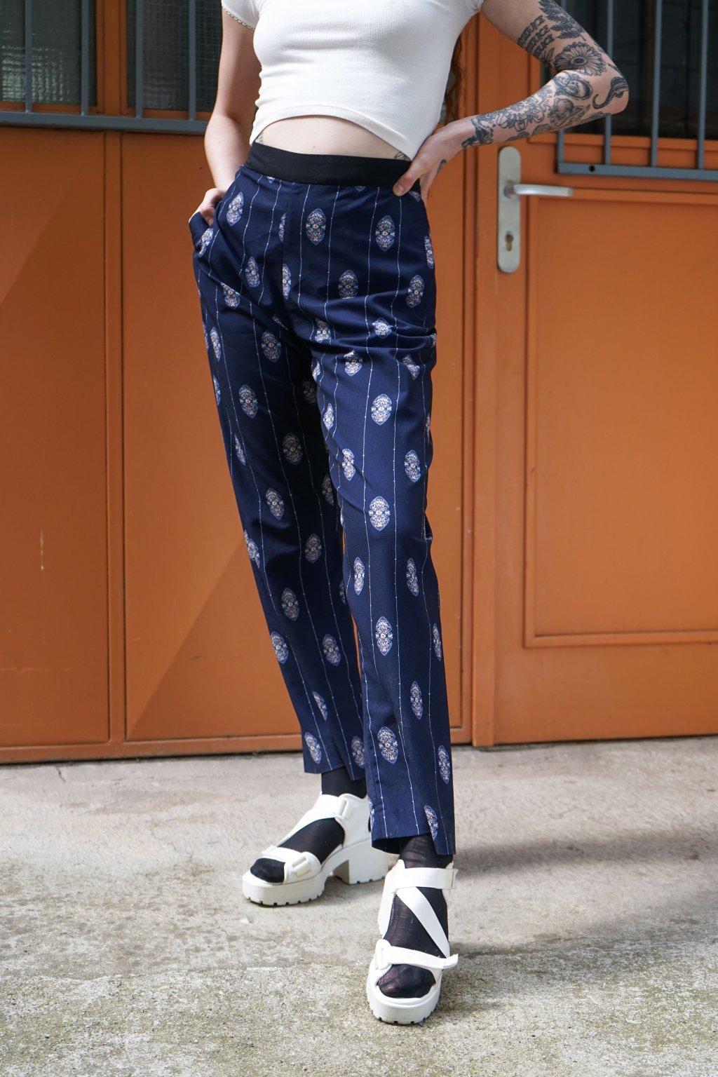 Vzorované kalhoty