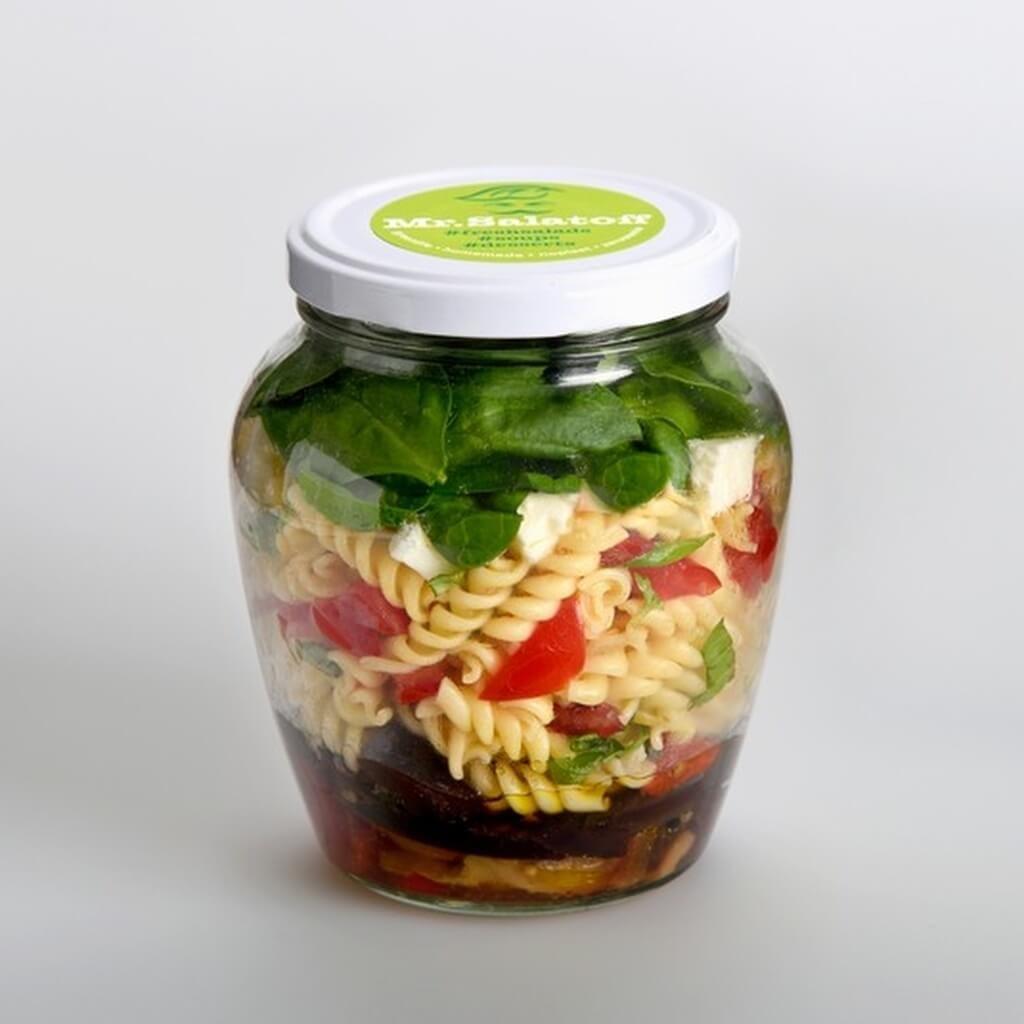 saláty Těstovinový salát s pečeným lilkem a paprikou