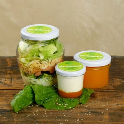 M2 Sushibow salát s uzeným lososem, Mrkvový krém, Krupicové flameri