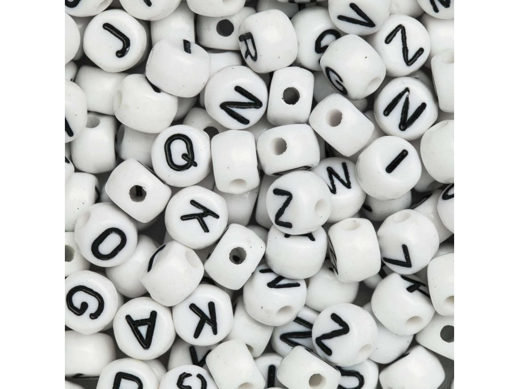 Biely mix plastových korálikov 7x5 mm s písmenami