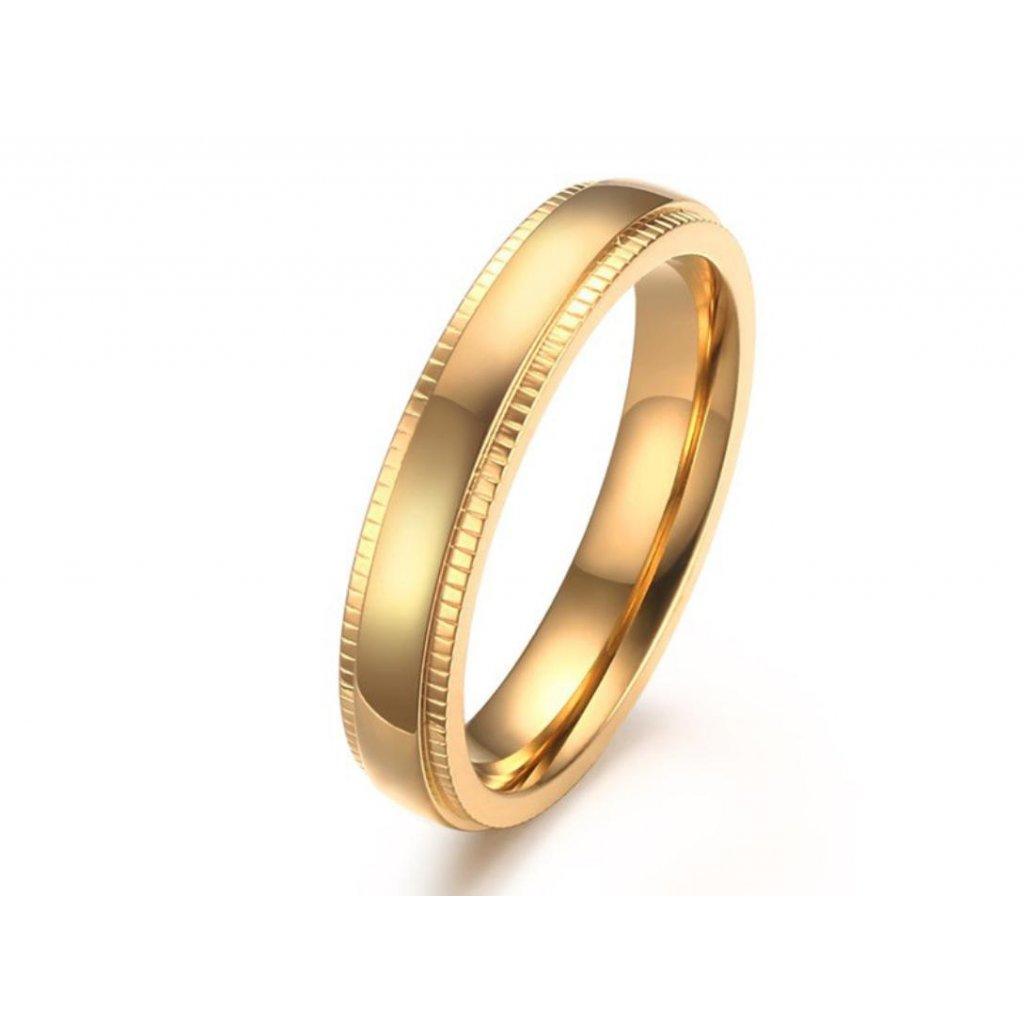 Dámsky prsteň s vrúbkovitým vzorom po stranách z chirurgickej ocele