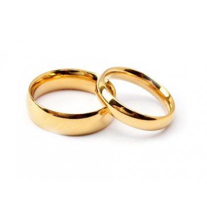 Svadobné obrúčky klasický vzor zlaté prevedenie z chirurgickej ocele, dámsky a pánsky prsteň