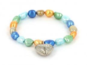 Náramok z farebných riečnych perál so srdiečkom