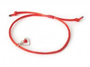Červený náramok s korálom - symbol lásky