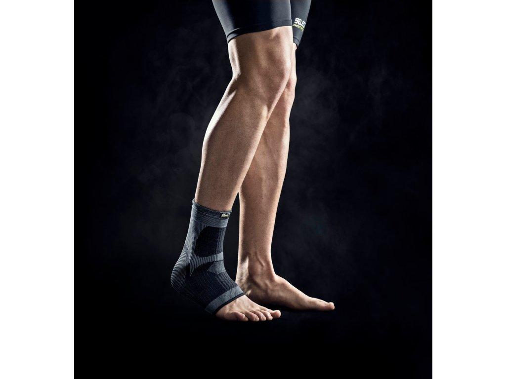 Bandáž kotníku Select Ankle support černá