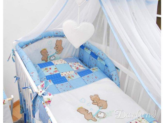 Dětská postýlka - sada s výšivkou medvídek na houpačce patchwork modrý