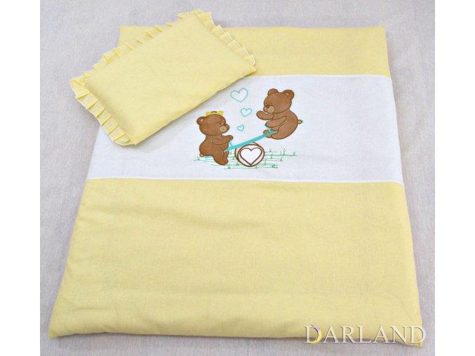 Sada do kočárku s výšivkou medvídka na houpačce žlutá