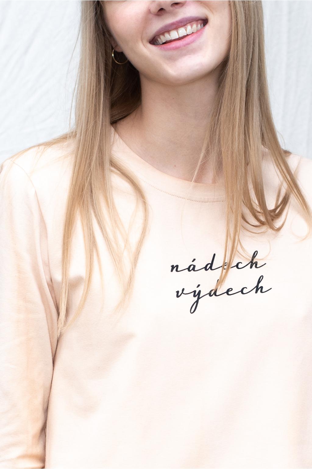 """KOUSEK krátké tričko na jógu """"Nádech výdech"""" barvené v advokádových šlupkách"""