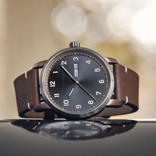 Attitude - víceúčelové hodinky se zobrazením dne a data