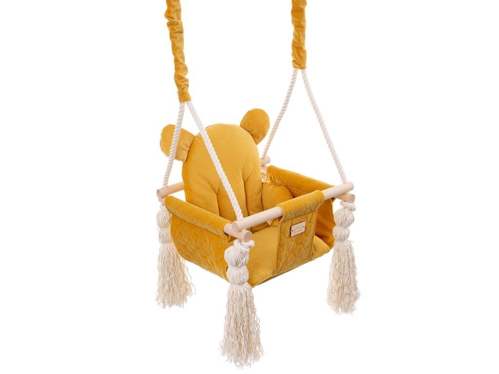 žlutá houpačka pro děti