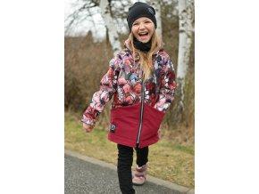 růžový melír padajici listky