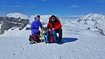 Březen 2017 a lyžování v Alpách se štěňátkem
