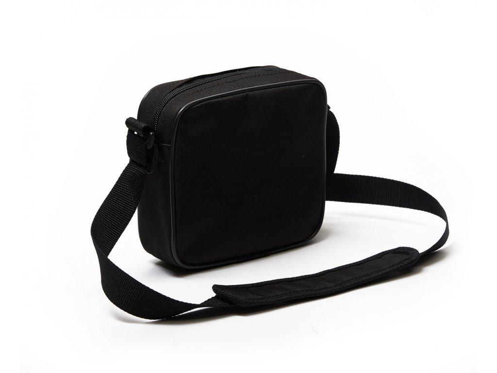 Malá taška s potiskem je ideální na cesty i běžné nošení. e93233c5fd