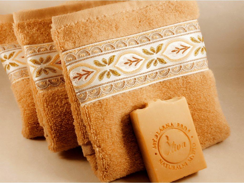 Béžový froté ručník s bordurou