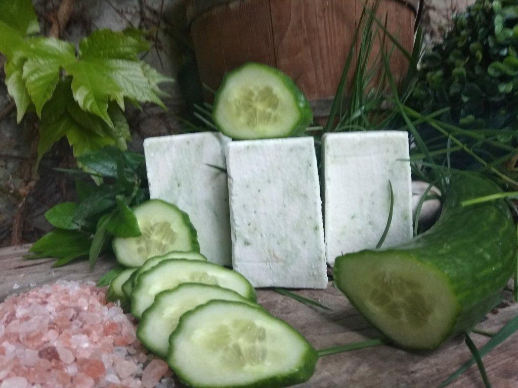 Přírodní solné mýdlo Okurkové s mandlovým olejem