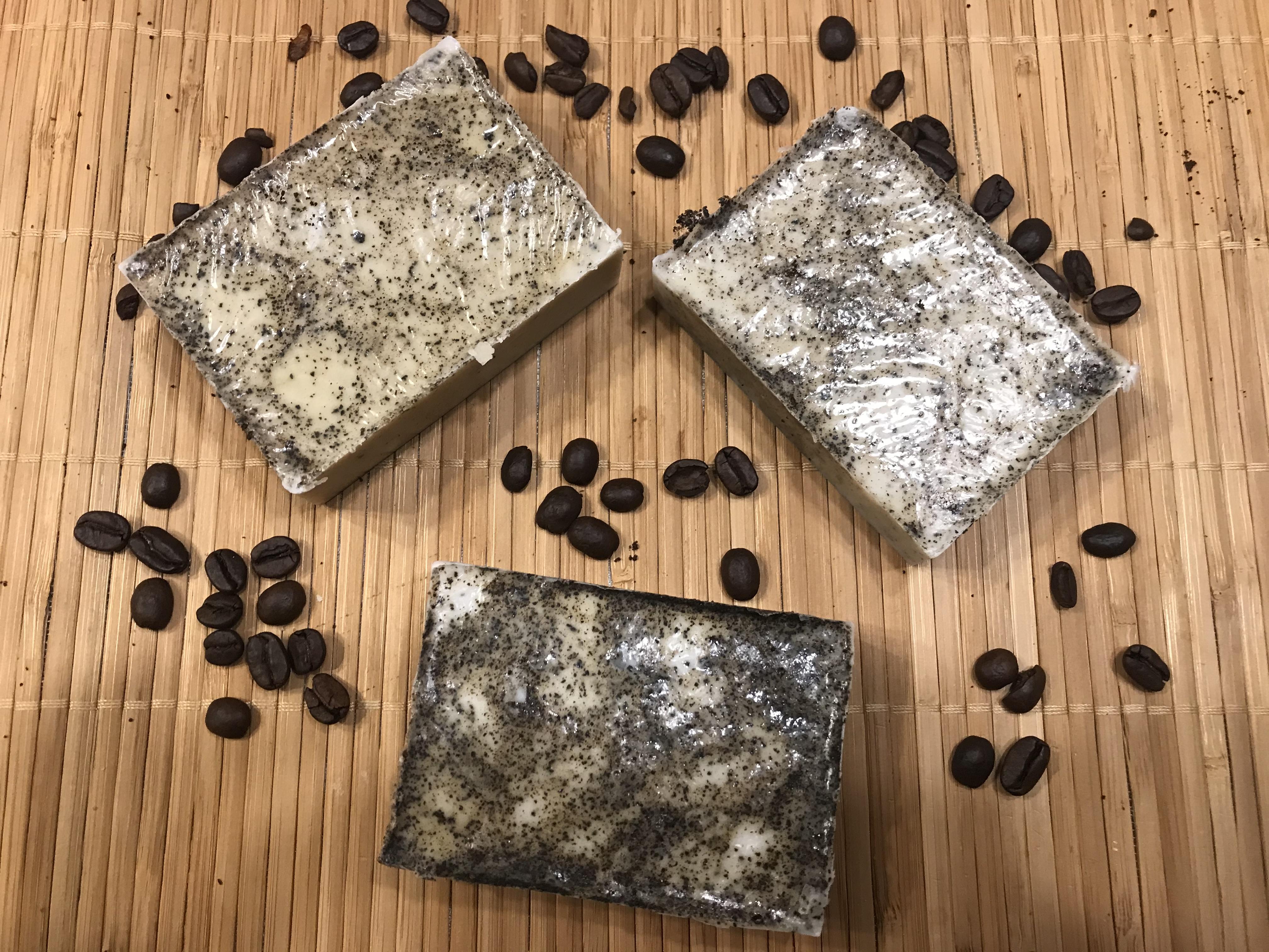 Kávové peelingové mydlo