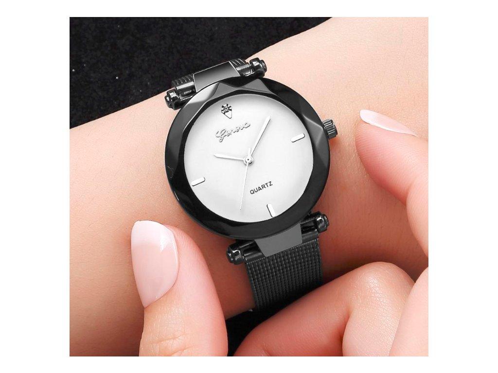 9899b3d52 silver black1 Bez názvu na ruke2 na ruke. Celokovové elegantné dámske  hodinky.