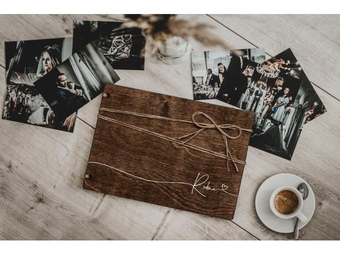 Dřevěné fotoalbum #heartline  Dřevěné fotoalbum se elegantní linkou přes celé přední desky fotoalba.