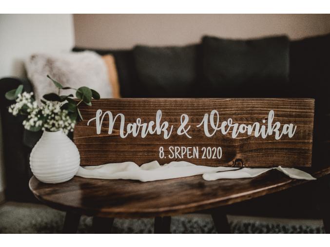 Rustikální masivní jmenovka  Masivní rustikální jmenovka s datem svatby.