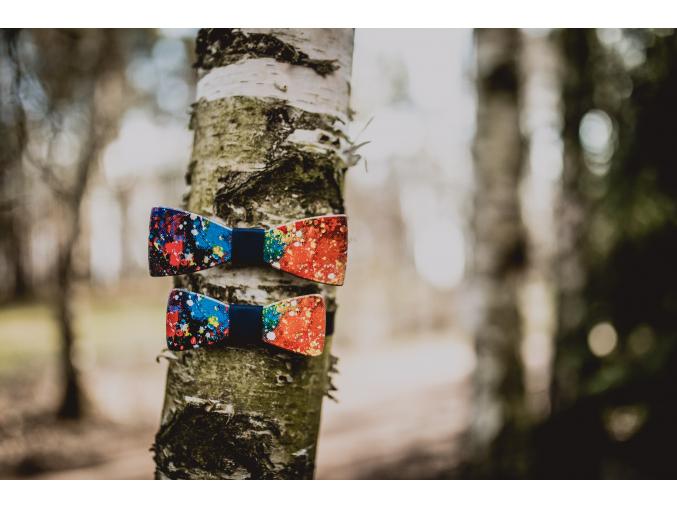 Colours SET - Klasik + MINI  Set netradičních a výrazných motýlků Colours s modrým středem pro pány a malé elegány co mají rádi barvy.