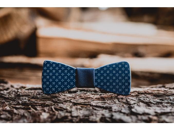 Blue elegant MINI  Dětský elegantní motýlek s potiskem. Přední strana motýlku je potištěná modrým vzorem.