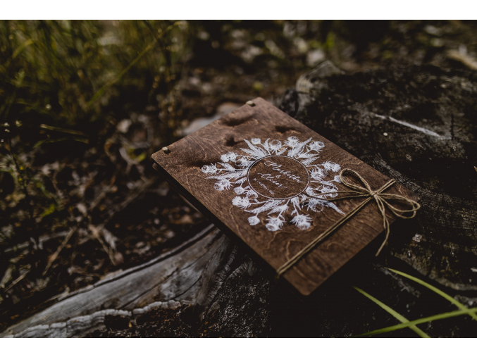 Svatební fotoalbum #botanical-thistle  Dřevěné fotoalbum s bodlákovým boho vzorem.